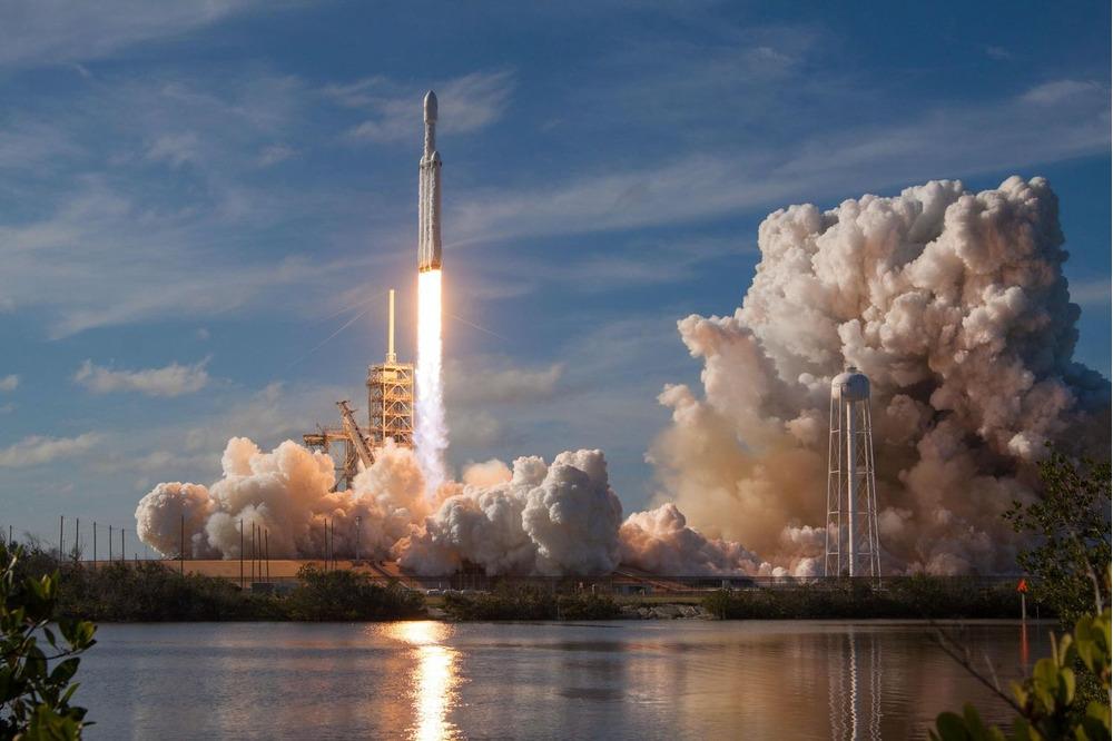 スペースXの宇宙船打ち上げ、テスラ株に恩恵